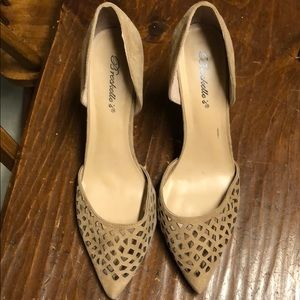 Tan heels with pattern